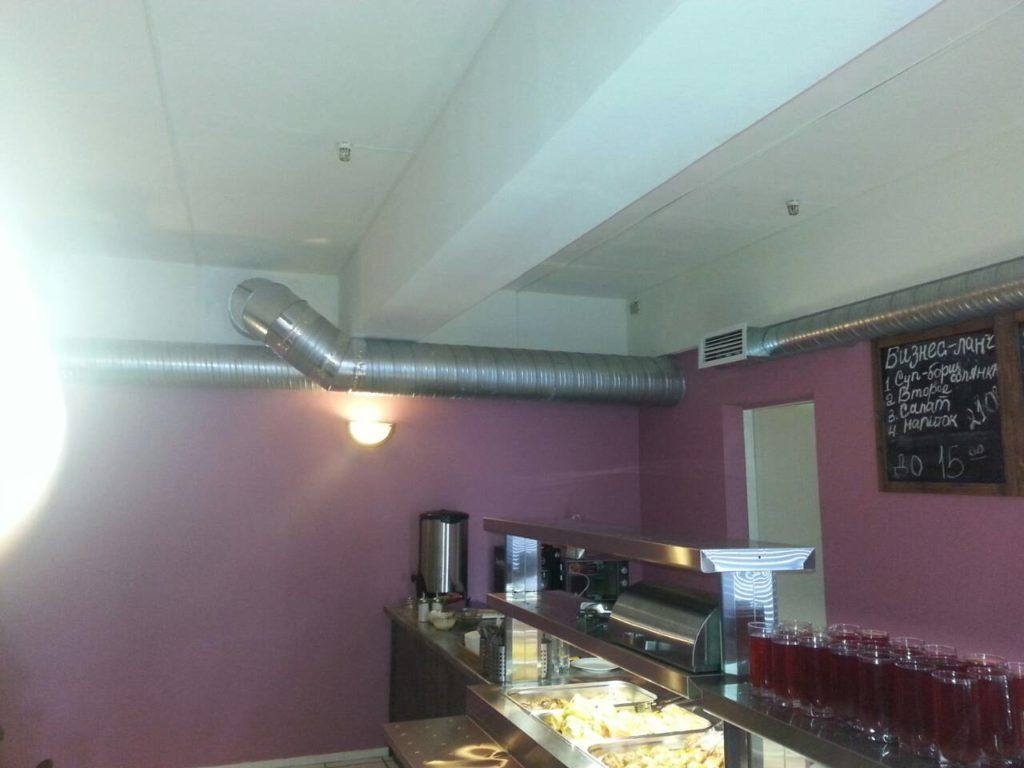 Чистка вентиляции в холле ресторана
